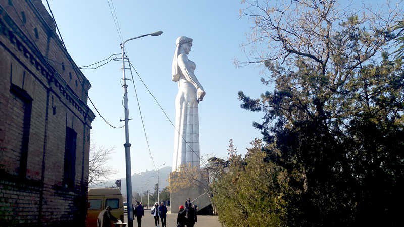 mother-of-georgia-statue-in-tbilisi