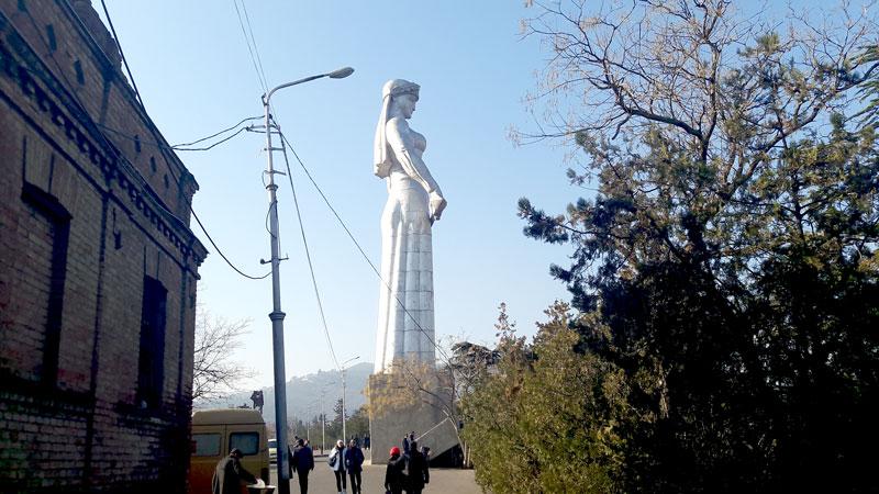 mother-of-georgia-statue-in-tbilisi