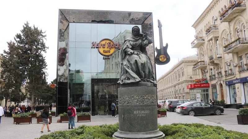 statue-in-baku