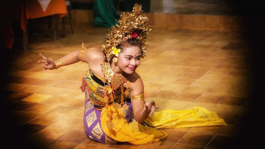 bali girl dancing